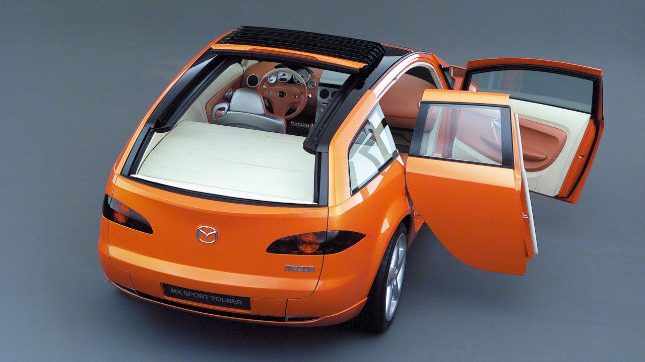 A kombik praktikumát a nyitható tetős sportautók élvezeti értékével kombinálták a Mazda MX Sport Tourerben