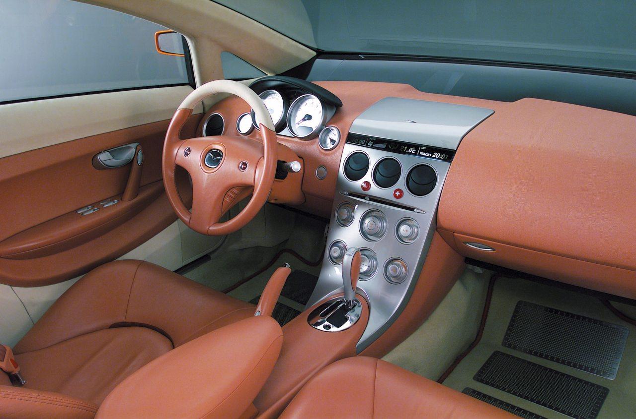 A műszerfal már tagadhatatlanul a Mazda6 stílusában készült – csak 2001-ben ezt még nem tudtuk...