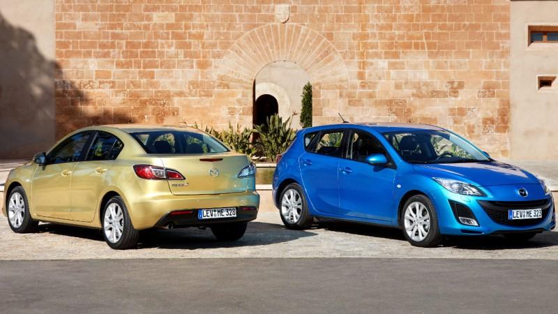 A két kivitelben készült második Mazda3-generáció egyik példánya a hárommilliomodik Hármas Mazda