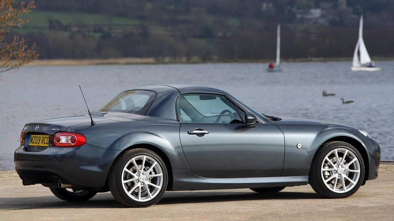 Az előző Mazda MX-5 roadster-coupe valójában egy praktikus kivitelű keménytetős roadster