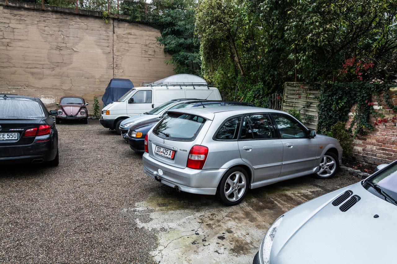 Átlagos, ritka, drága, egyszóval mindenféle autó megtalálható volt a Drezda óvárosi részén lévő kereskedésben
