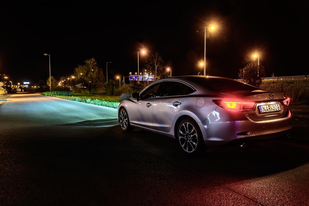 Elképesztő fényerő vakítás nélkül, ezt jelenti az új LED fényszóró a Mazdánál