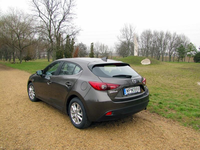 Ede autóját már sokan megdicsérték, eddig még mindenkinek tetszett az új Mazda3-as