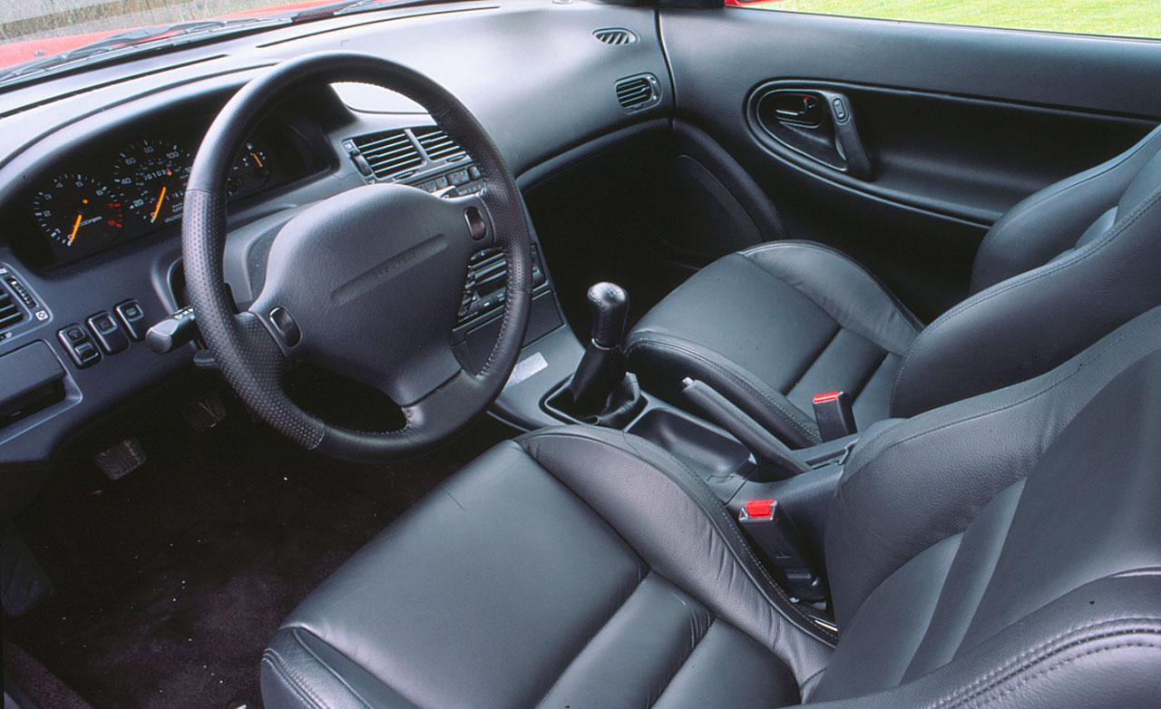 Nyilván nem az utastere volt a Mazda MX-6 legizgalmasabb része
