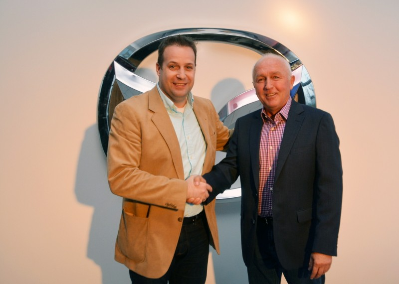Szabó Gábor, az Autó Mirai Kft. ügyvezető igazgatója minden kedves vendéget személyesen üdvözölt!