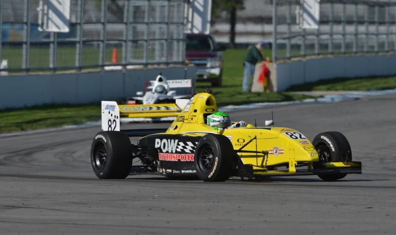 A világ egyik legrégebbi versenylétesítményében, az Indianapolis Motor Speedway belső körén is csatáznak egymással a Pro Mazdák