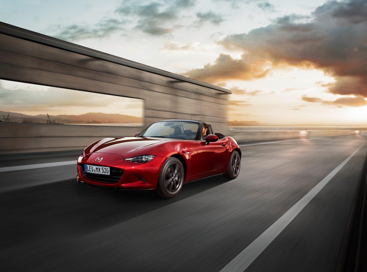 A Mazda új Soul Red árnyalata már az Aqua-tech eljárással kerül az autókra