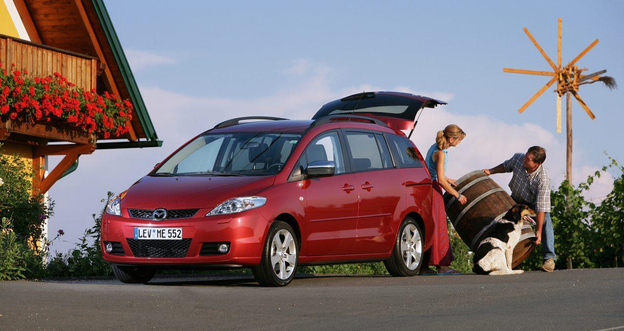 A Mazda5 első generációja kapott először kizárólag digitális szervizkönyvet
