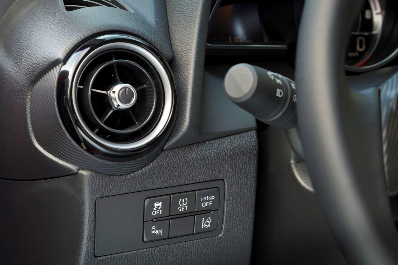 Vezetéssegítő rendszerei jóvoltából az ár-értékversenyben nagy előnyre tesz szert az új Mazda2 csúcsváltozata