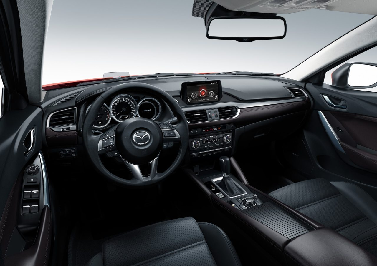 A CX-5-höz hasonlóan, a megújult Mazda6-ban is elektronikus rögzítőfékre bízták az autó lehorgonyozását