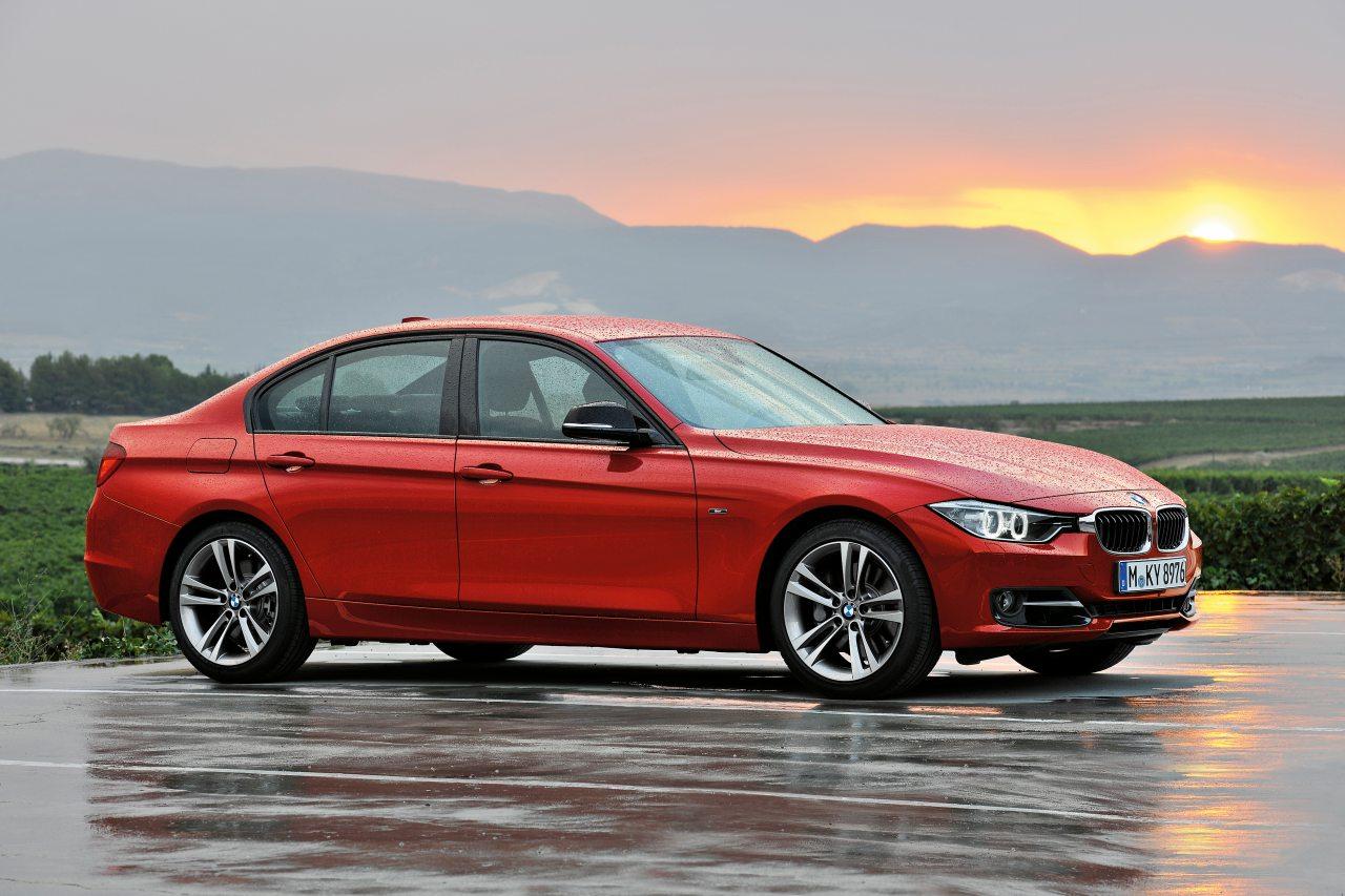 Árban nagyon közel állnak egymáshoz az Audi A4 és a BMW Hármas alapváltozatai