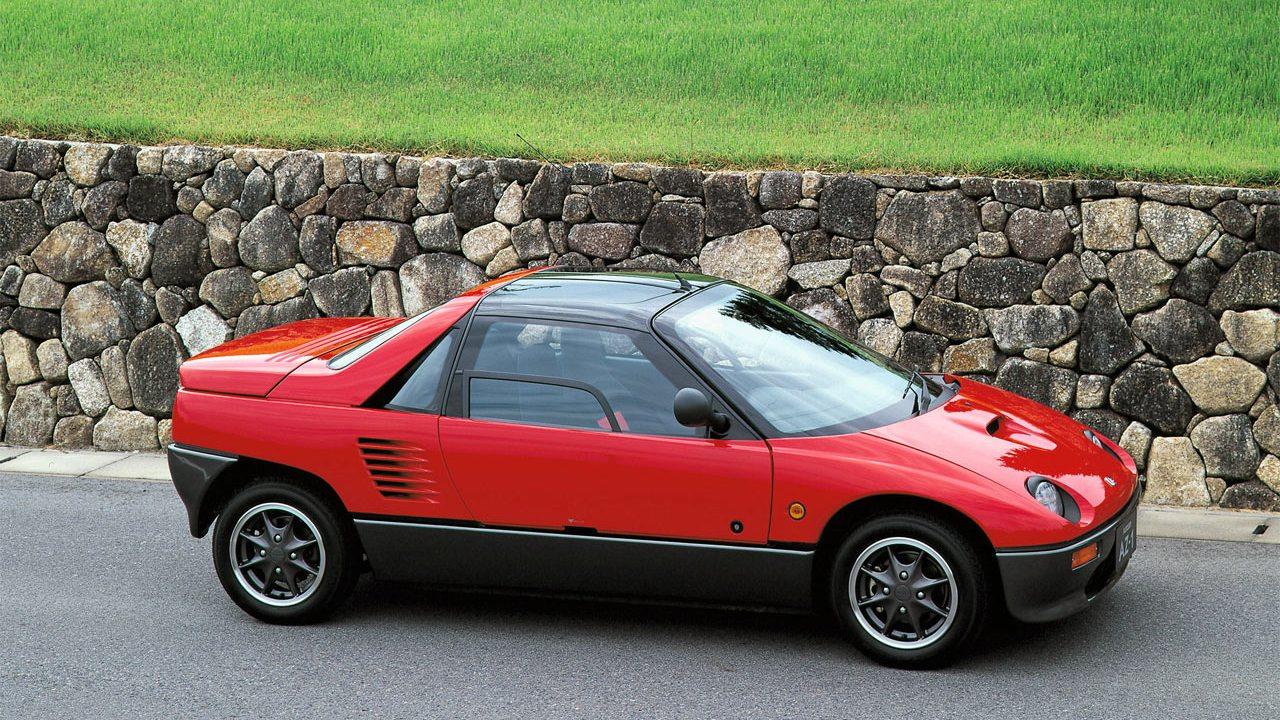 Hiába volt a Mazda budget márkája az Autozam, ha a vezetés élménye jegyében olyan élvezetes kis törpéket is piacra dobtak, mint az AZ-1