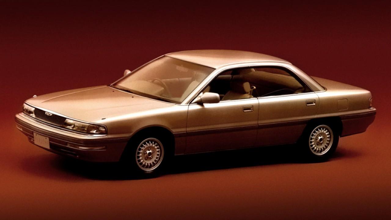 Üde színfoltot jelentett az Eunos kínálatában (is) a Mazda Persona alapú Eunos 300