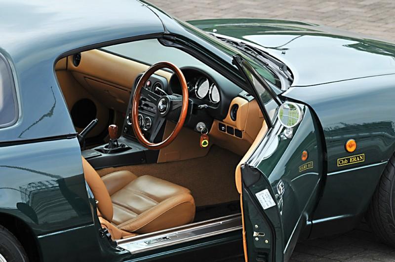 A Japánban Eunos Roadsterként forgalmazott MX-5 V-Special változata