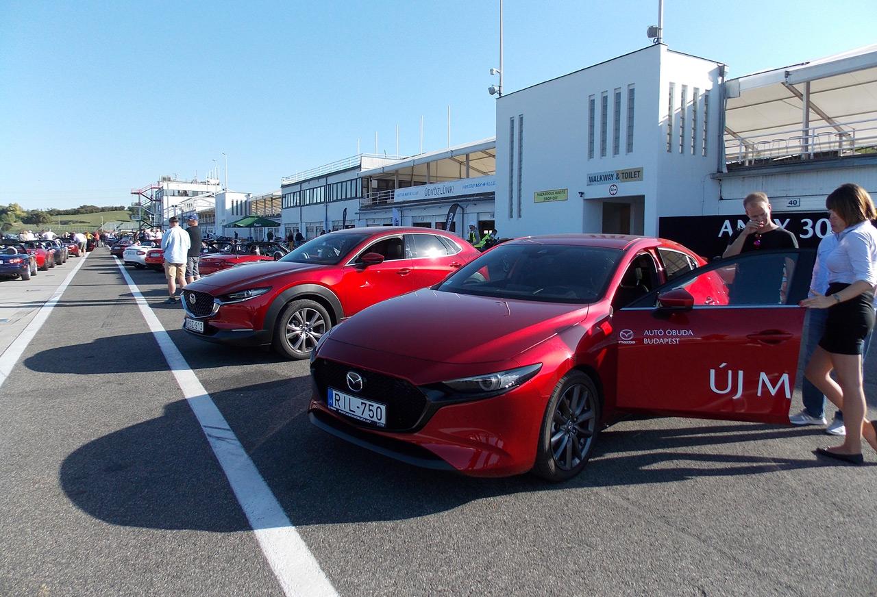 Sokan érdeklődtek az új 3-as és a CX-30-as iránt is