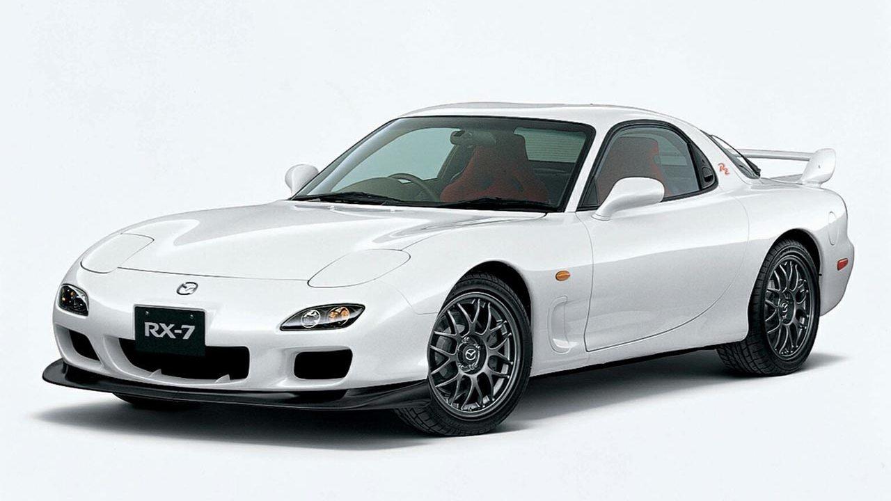 Elsősorban első és utolsó nemzedékével nevezetes a Mazda RX-7. A középső pedig nyitható tetős kivitelben is készült