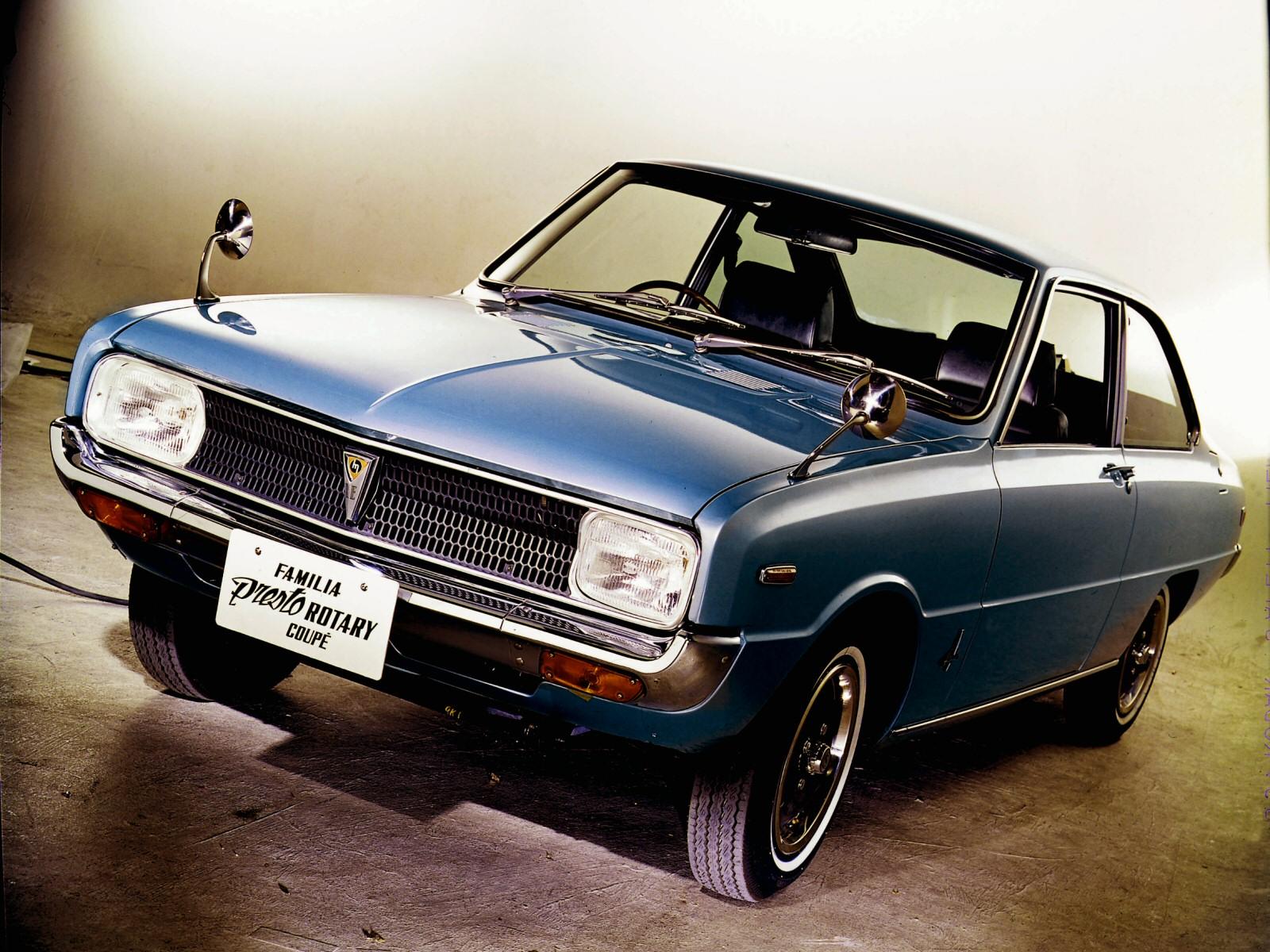 A rendszáma szerint – nemesi nevén – Mazda Familia Presto Rotary Coupé. Röviden ez egy RX-2