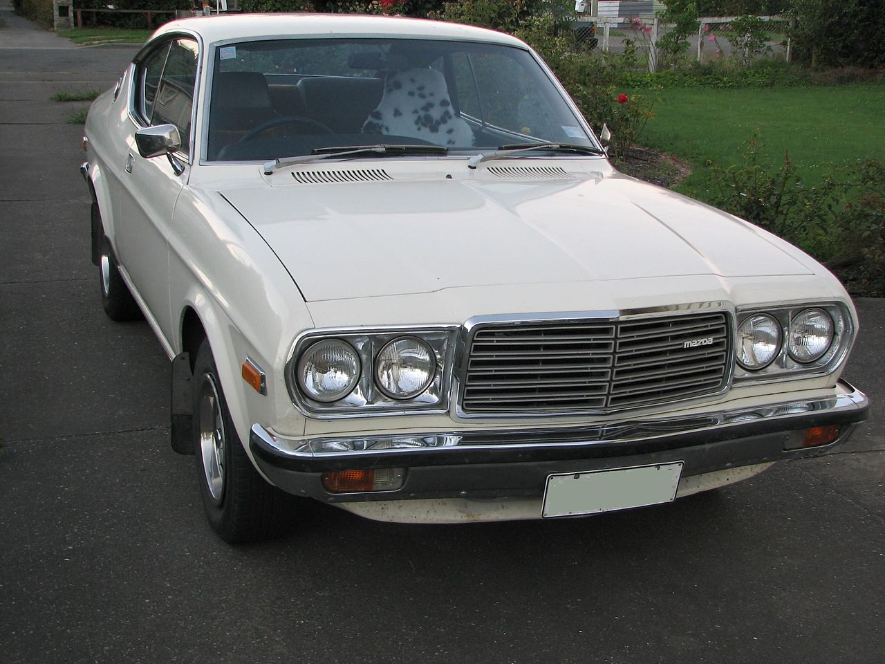 Az RX-4 a Mazda 929 bolygódugattyús motorral hajtott változata