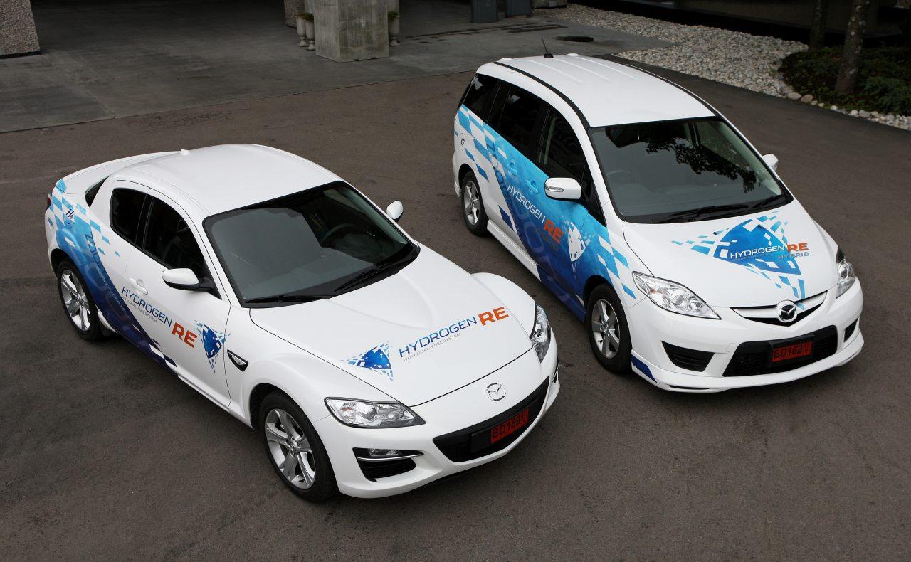 Hidrogént égető bolygódugattyúsok egymás közt: a Mazda Premacy Hydrogen RE Hybrid és RX-8 Hydrogen RE később kisszériás, lízingelhető kivitelben is megjelent