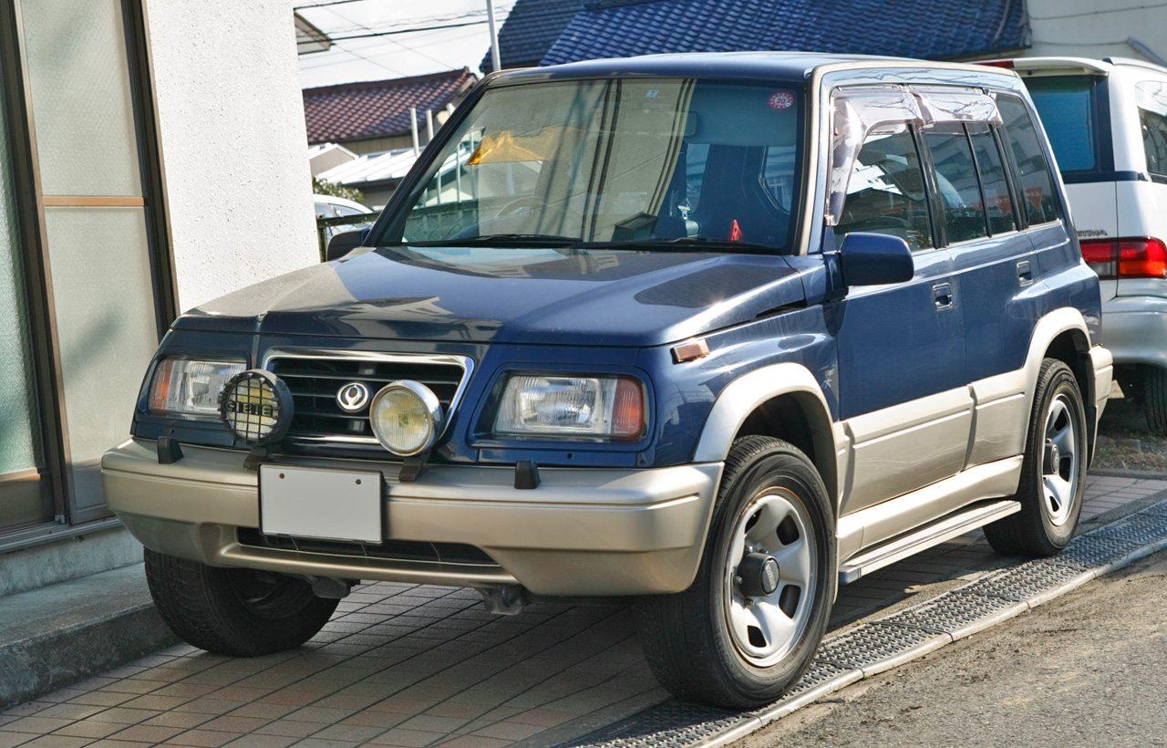 Kizárólag Japánban, a Forddal közösen kifejlesztett szabadidő-autók előtt és között is kínált összkerékhajtású terepjárót a Mazda